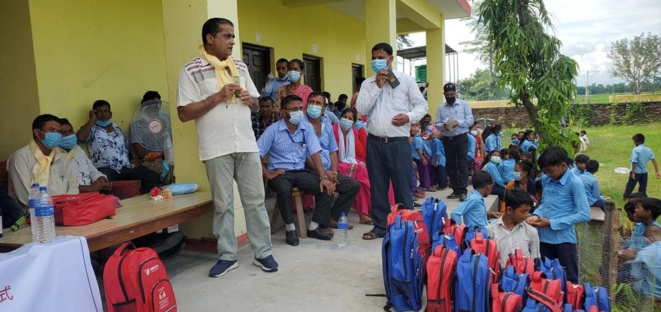 नेपाली काँग्रेसको समन्वयमा बर्दियाका २ हजार बढि विद्यार्थीलाई झोला तथा स्टेशनरी वितरण